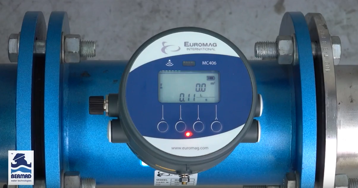 How does entrapped air impact the accuracy of a Magflow meter? - Bermad